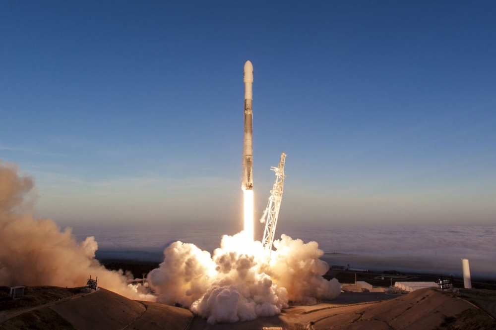 SpaceX Launches Thai Satellite Into Orbit