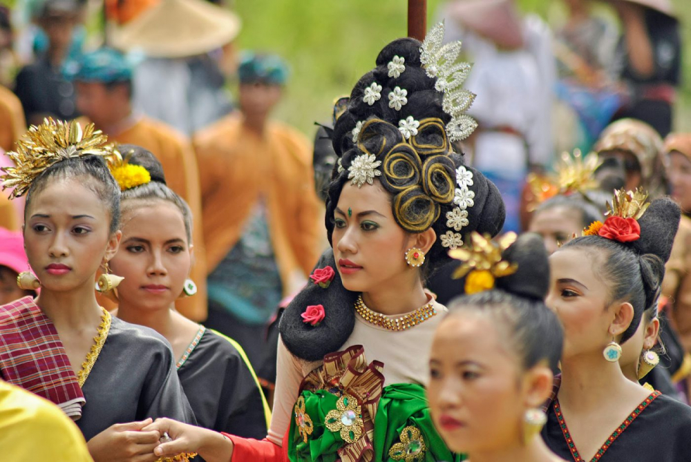 Lombok Festival Inspired by Tale of a 'Sea Worm' Princess