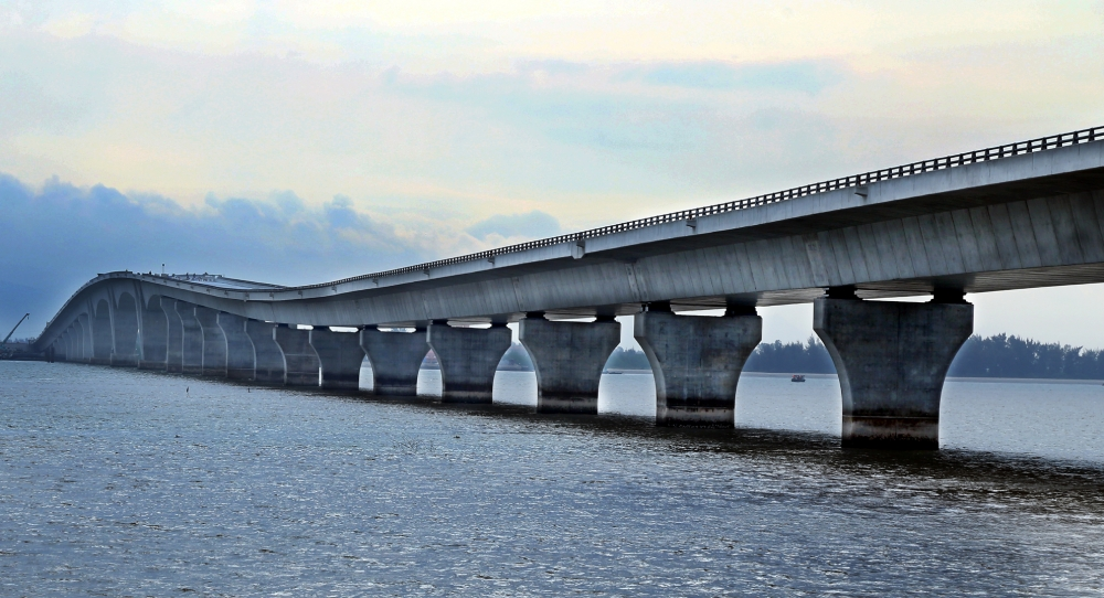 Vietnam's Longest Sea-Crossing Bridge Near Completion