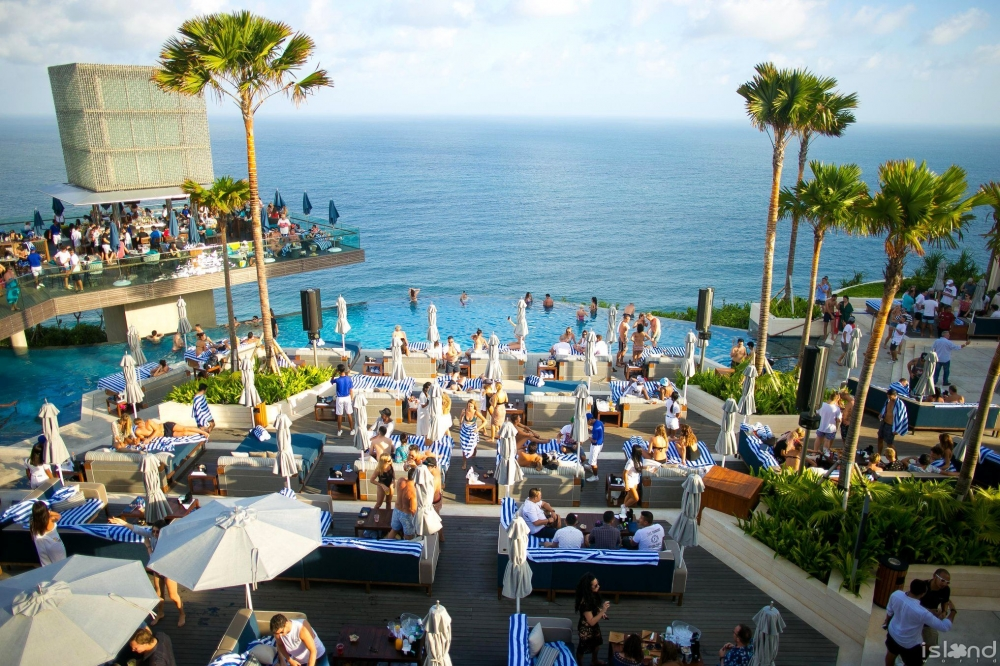 You Will Be Awed By These Amazing Views of Top 16 Beach Bars In The World