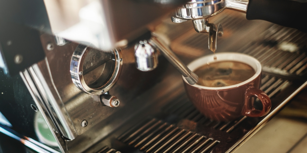 Coffee Lovers in Abu Dhabi Enjoy Indonesian Coffee
