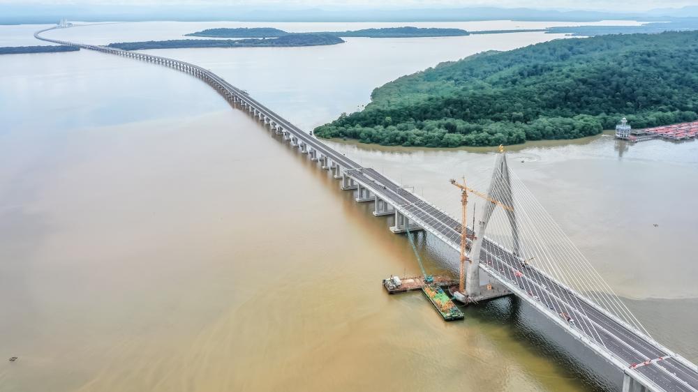 Southeast Asia's Longest Bridge and Brunei's 'Green Jewel'