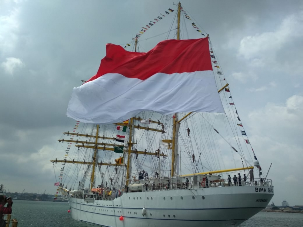 Indonesian Naval Vessel 'Bima Suci' Arrives in Manila for Goodwill Visit