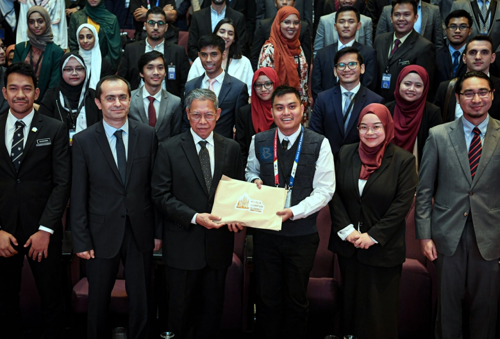 Youth KL Summit Hands in Resolutions to Advance Muslim World